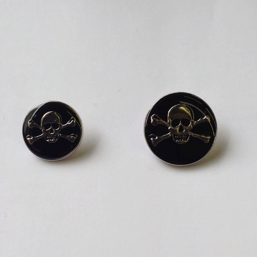Metal Skull & Crossbones Button